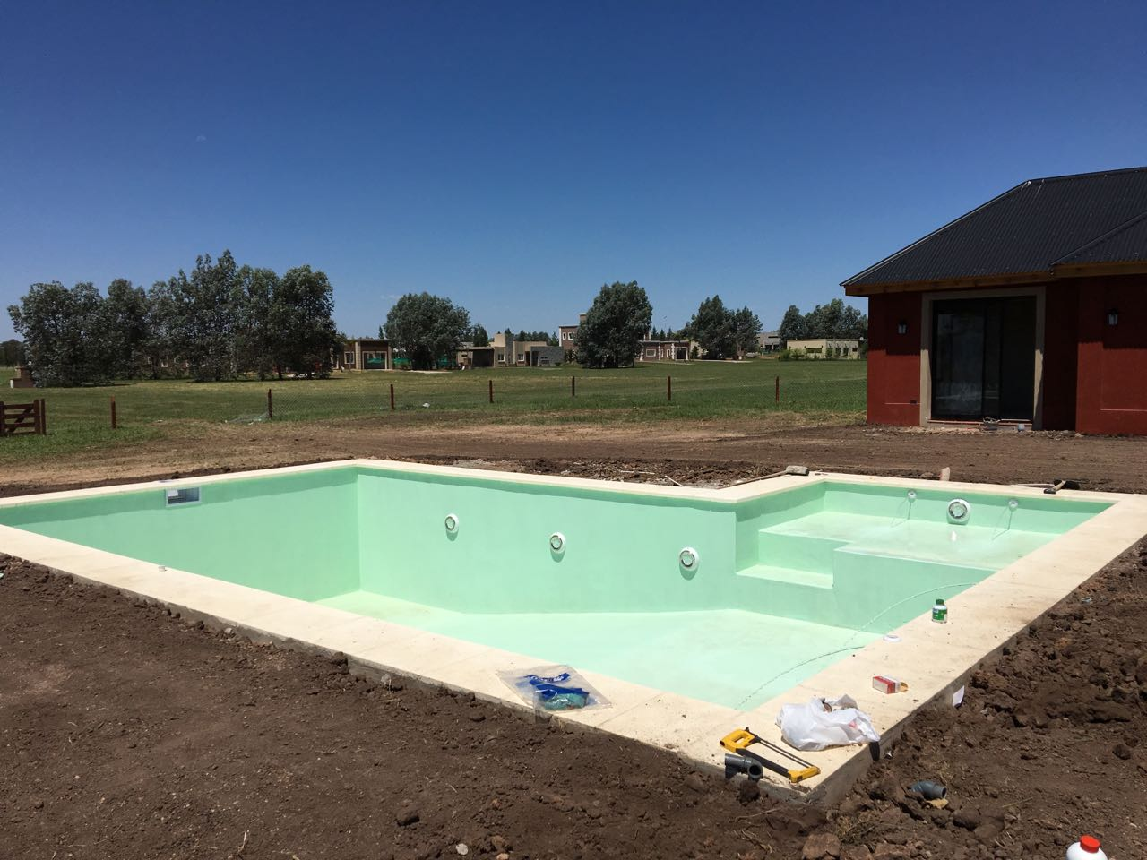 Piletas de hormigon proyectado piscinas aires del sol for Pileta material construccion